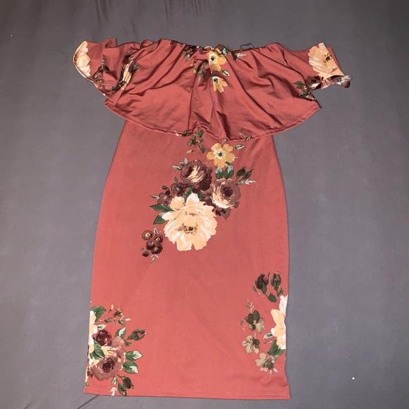 Dresses & Skirts - Off the shoulder mini floral dress